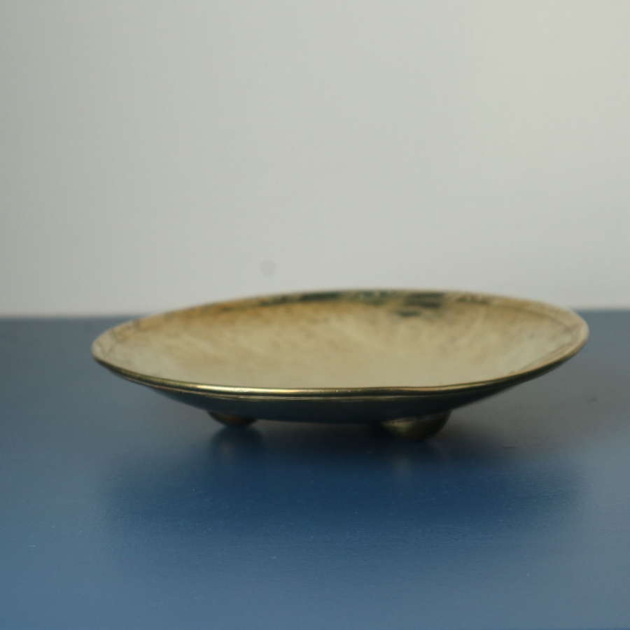 Arts & Crafts Hugh Wallis brass pin tray tri-footed c.1905.