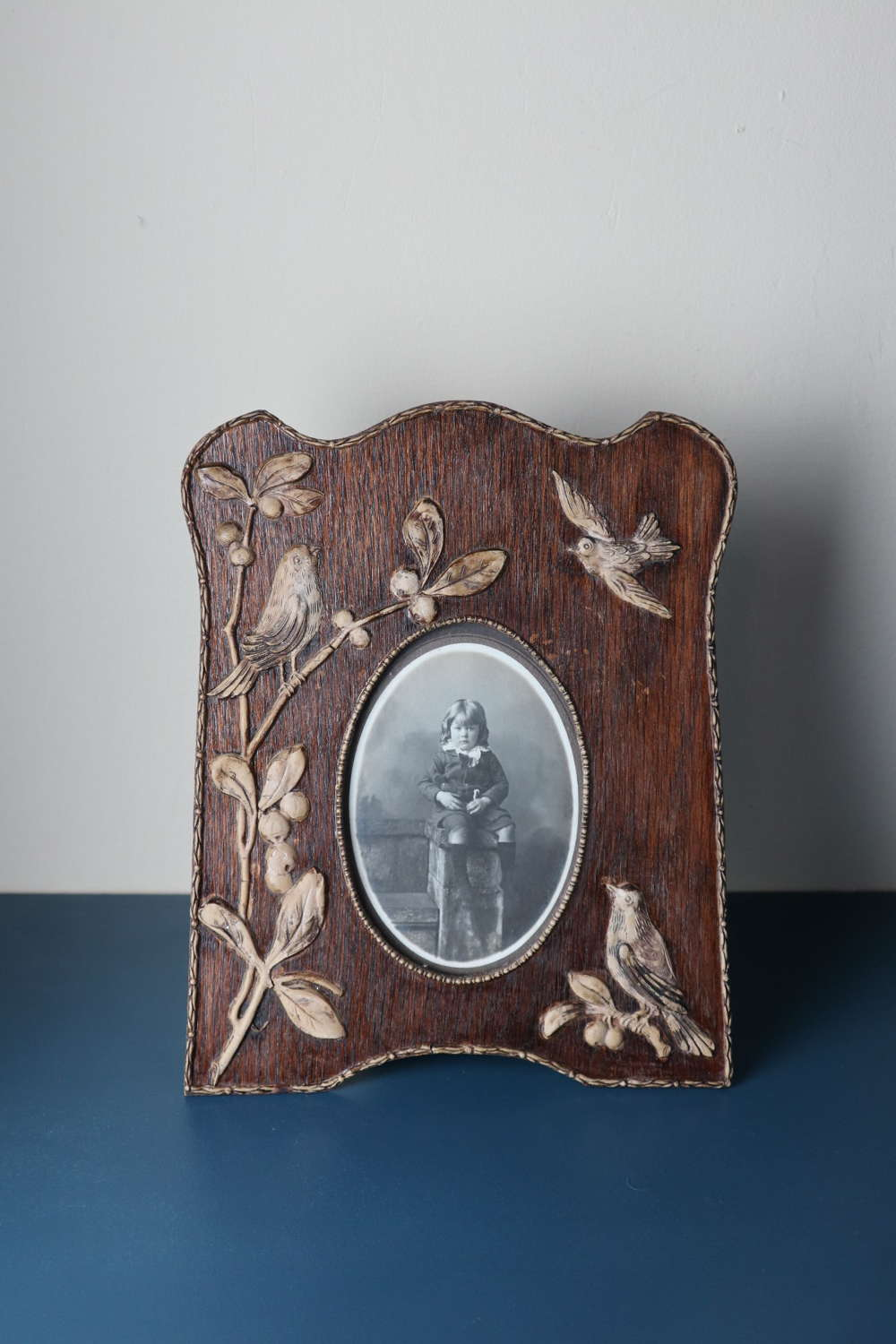 Art Nouveau / Jugendstil, Edwardian oval portrait photo frame c.1905.