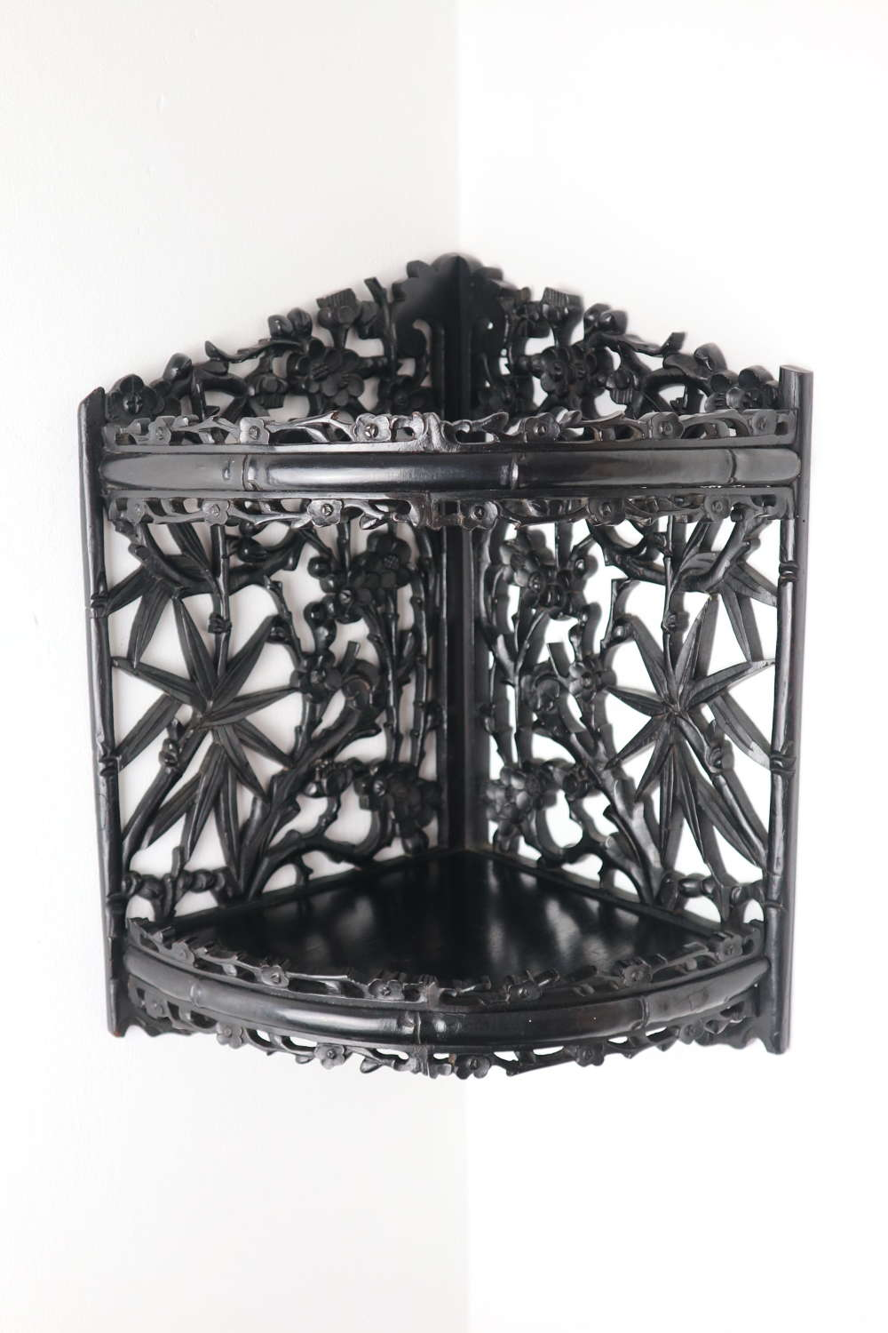 Aesthetic Movement / Anglo-Japanese Ebonised Carved Shelves c.1880.