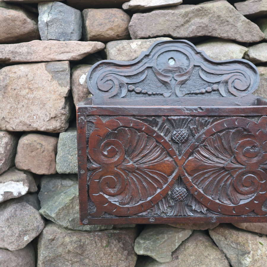 Georgian carved oak candle pocket / box, wall hanging c.1820.