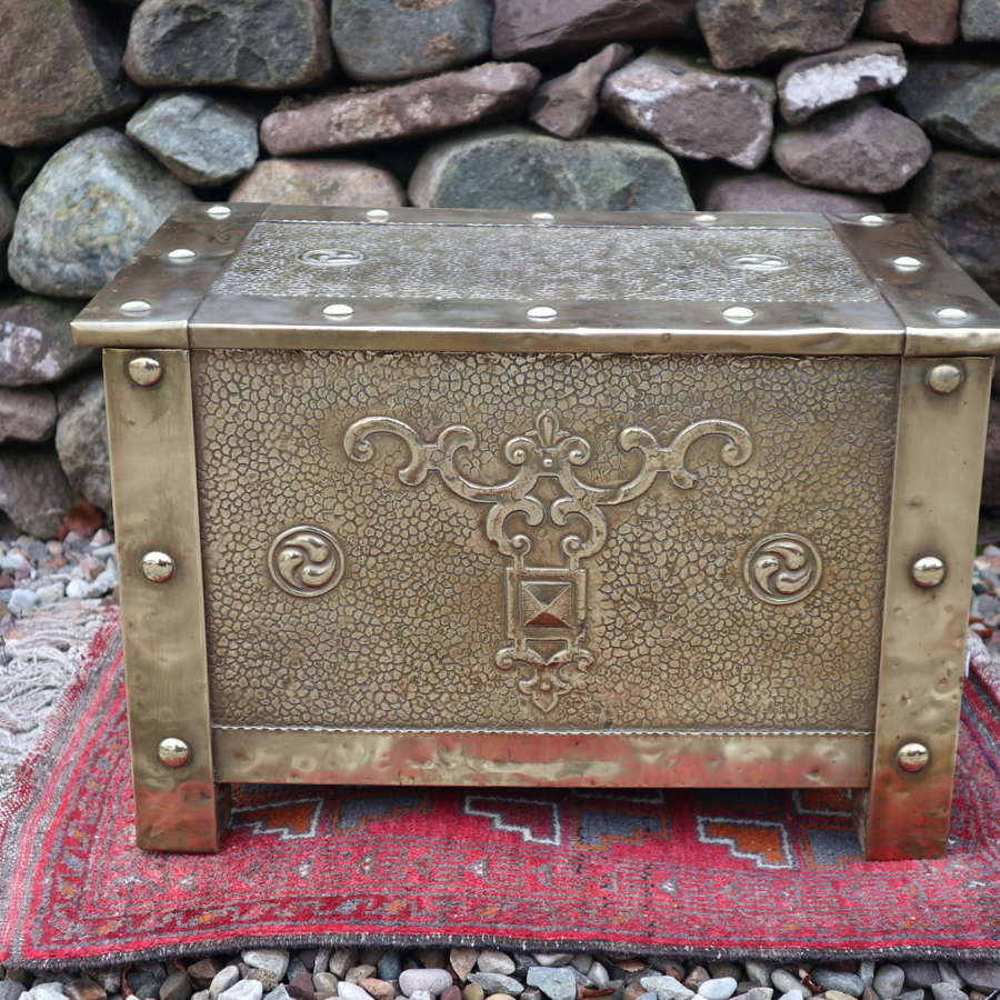 Arts & Crafts large brass fire box early 20th Century.