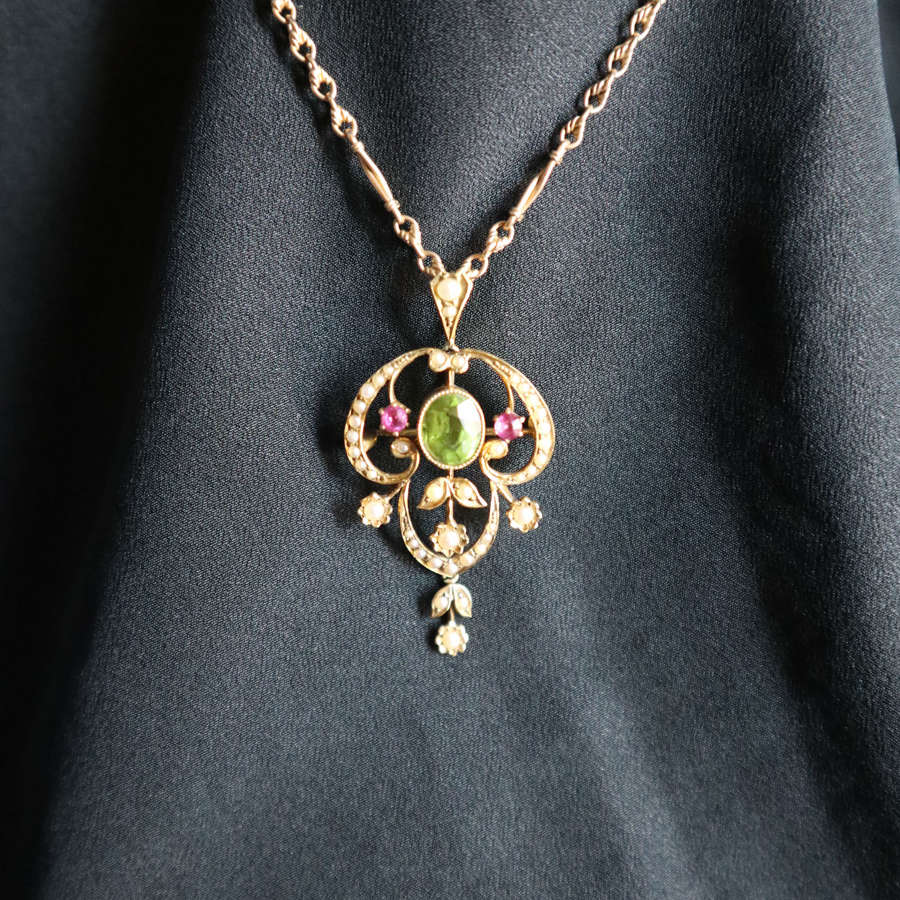 Art Nouveau, 15ct gold, peridot, ruby & seed pearl pendant c.1900.
