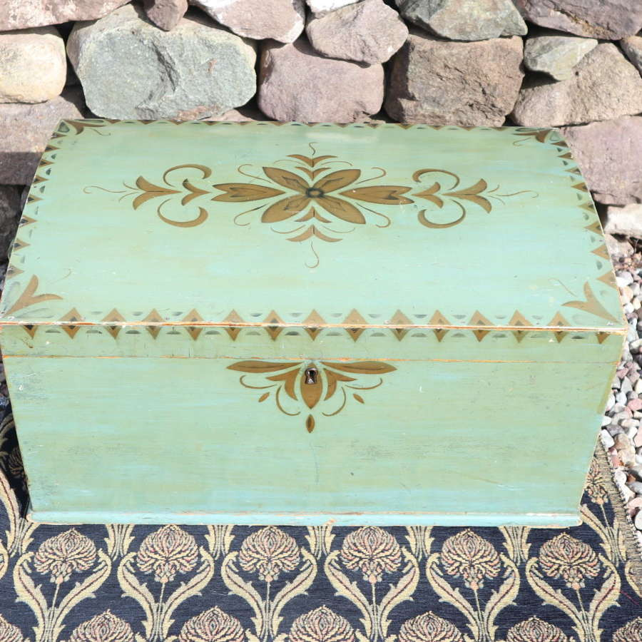 Scandinavian / Swedish 'Folk Art' marriage/bridal chest c.1935.