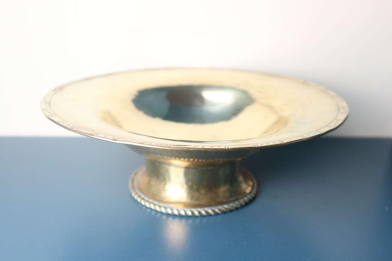 Arts & Crafts, Hugh Wallis hand hammered brass bowl / taza c.1912