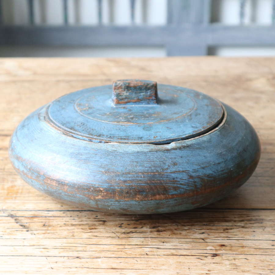 Swedish 'Folk Art' original blue paint, lock lid wooden bowl c.1830.