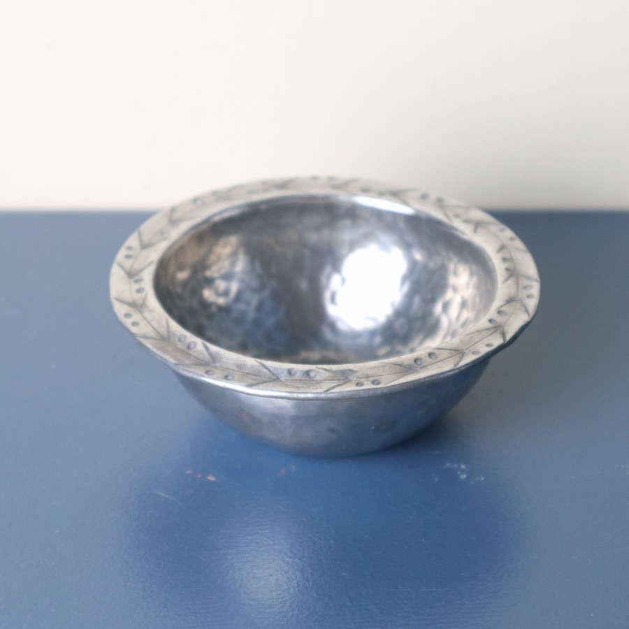 Arts & Crafts Hugh Wallis hammered pewter dished bowl c.1900-1910.