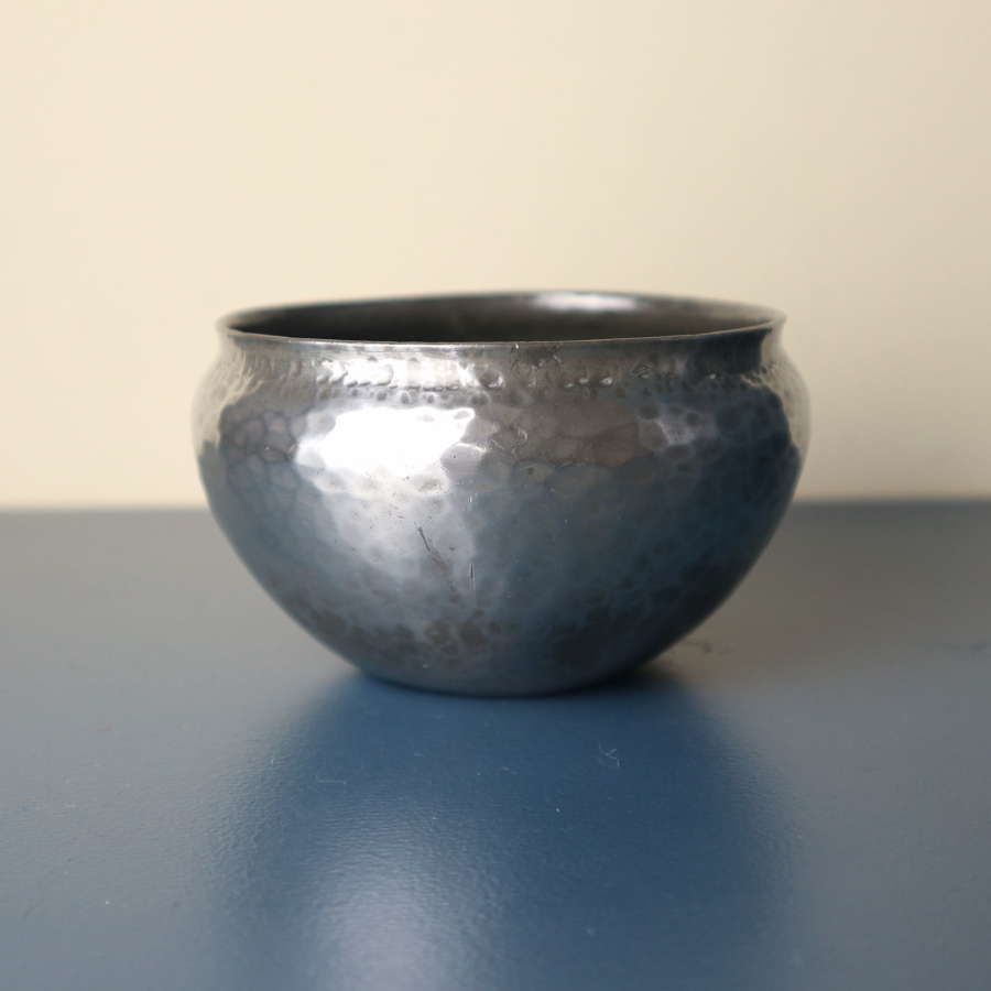 Arts & Crafts Hugh Wallis Hammered Pewter Bowl c.1910.