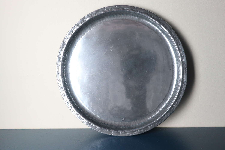 Arts & Crafts Hugh Wallis hammered pewter round tray/plate c.1910.