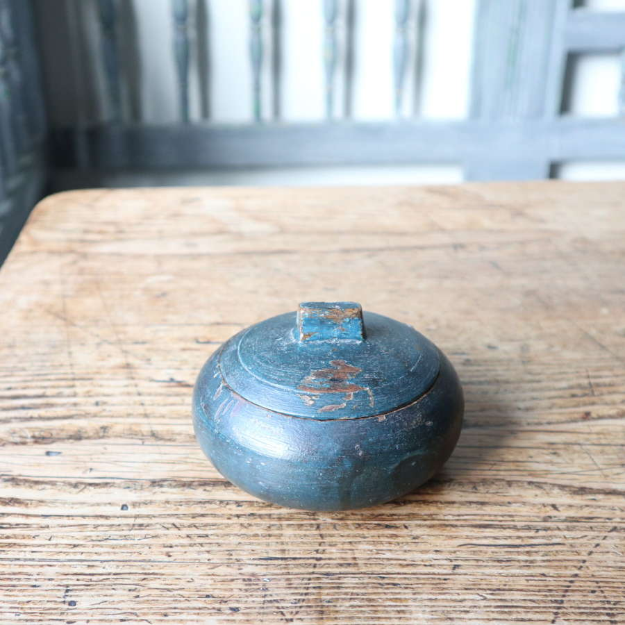 Swedish 'Folk Art' original dark blue paint small lock-lid bowl 1713
